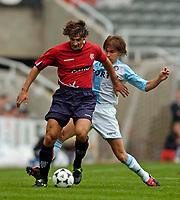 Fotball<br /> Treningskamper England<br /> 01.08.2004<br /> Foto: SBI/Digitalsport<br /> NORWAY ONLY<br /> <br /> Feyenoord Rotterdam v Glasgow Rangers<br /> <br /> Rangers' Paolo Vanoli (L) tangles with Feyenoord's Ebi Smolarek