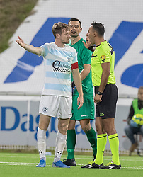 Nikolaj Hansen (FC Helsingør) diskuterer med dommer Mostafa Seyfi under kampen i 1. Division mellem FC Helsingør og Vendsyssel FF den 18. september 2020 på Helsingør Stadion (Foto: Claus Birch).