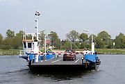 Nederland, Sambeek, 22-4-2003..Pont over de maas tussen sambeek en afferden in noord-limburg. Oeververbinding..Foto: Flip Franssen/Hollandse Hoogte