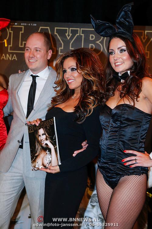 NLD/Amsterdam/20121206 - Onthulling Playboy Tatjana Simic kalender, hoofdredacteur Playboy en Tatjana met playmates