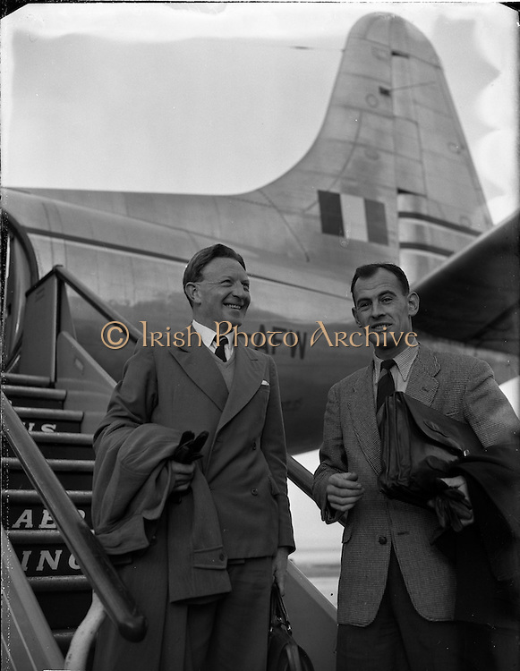 13/01/1956<br /> 01/13/1956<br /> 13th January 1956 <br /> Aer Lingus Pilots on loan to West African Airways preparing to board the aircraft to West Africa.