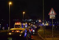 BILDET INNGÅR IKEK I FASTAVTALER. ALL NEDLASTING BLIR FAKTURERT.<br /> <br /> Fotball<br /> Tyskland v Nederland<br /> Foto: imago/Digitalsport<br /> NORWAY ONLY<br /> <br /> Fussball, Herren, Länderspiel (Testspiel), Saison 2015/2016, Deutschland - Niederlande in Hannover, wegen eines verdächtigen Koffers sperrte die Polizei in Stadionnähe gegen 17.45 Uhr alle Zufahrtswege für Autos und Fußgänger,
