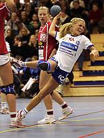 Håndball -  7  januar 2006 , Oppsal Arena  , Europacup , kvinner ,   Nordstrand 2000  v  Ikast - Bording  (24-38)<br /> <br /> Randi H .Gustad , Nordstrand 2000 , Hanne Halén , Ikast-Bording i bakgrunn