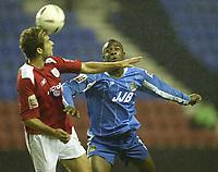 Fotball<br /> Foto: SBI/Digitalsport<br /> NORWAY ONLY<br /> <br /> Wigan Athletic v Crewe Alexandra.<br /> Coca-Cola Championship.<br /> <br /> 19/10/2004.<br /> <br /> Wigan's Nathan Ellington and Crewe's Billy Jones