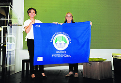 """September 28, 2018 - (29/09/2018) Mariela Rodríguez y Flora Acuña con la bandera. PROHIBIDO EL USO O REPRODUCCIÃ""""N EN COSTA RICA. (Credit Image: © Rafael Murillo/La Nacion via ZUMA Press)"""