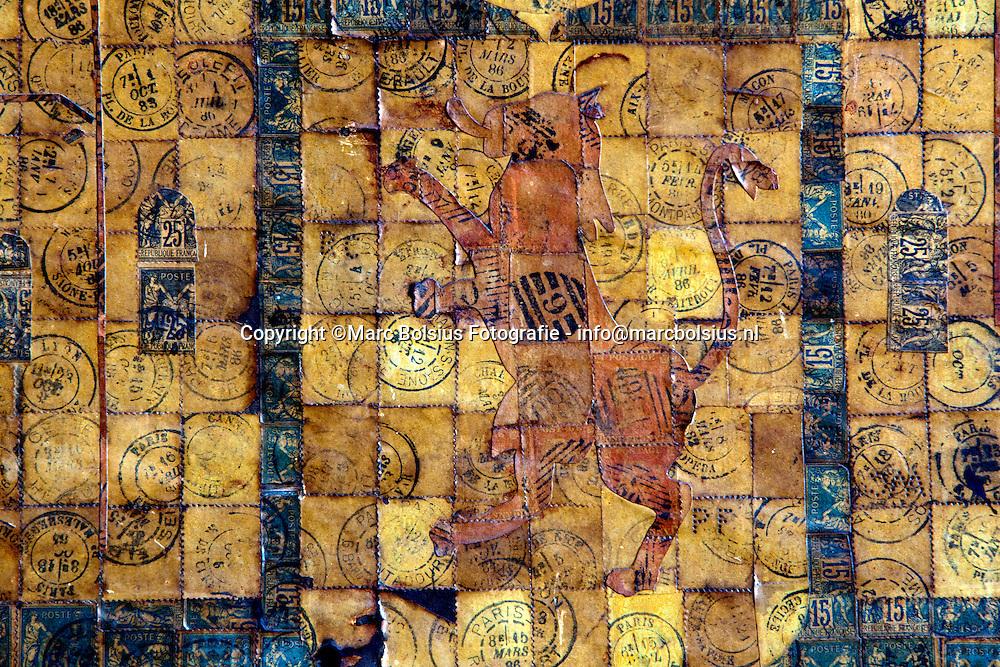 vught,de postzegelwand van dhr remmers