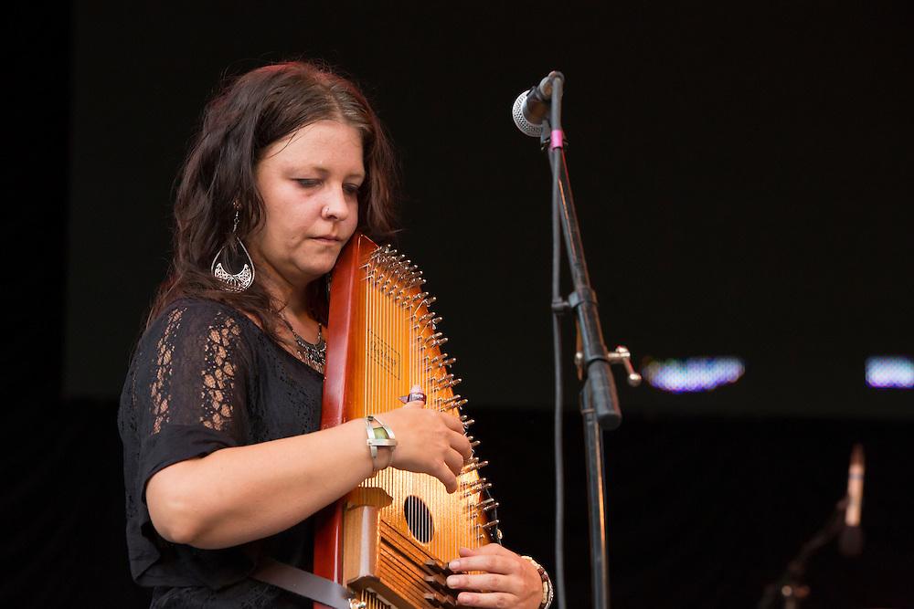 Annie Guthrie plays the autoharp.