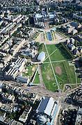 Nederland, Amsterdam, Museumplein, 25-09-2002; onder: van Baerlestraat met Concertgebouw, links (diagonaal) Paulus Potterstraat met Stedelijk Museum en Van Gogh Museum; midden boven: Rijksmuseum; vogelvlucht, stedelijke bebouwing, wonen, kunst, cultuur, musea, stadsgezicht, stadsgroen, manifestaties, stadsdeel Oud-Zuid, zie ook andere (detail)foto's van deze lokatie.<br /> luchtfoto (toeslag), aerial photo (additional fee)<br /> foto /photo Siebe Swart