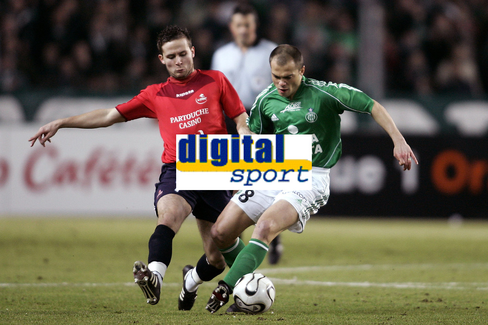Fotball<br /> Frankrike 2005/2006<br /> Foto: Dppi/Digitalsport<br /> NORWAY ONLY<br /> <br /> FOOTBALL - FRENCH CHAMPIONSHIP 2005/2006 - AS SAINT ETIENNE v LILLE OSC - 18/02/2006 - DABID HELLEBUYCK (ASSE) / YOHAN CABAYE (LIL)