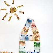 Nederland Barendrecht 29 maart 2009 20090329 Foto: David Rozing ..Illustratief beeld bij recessie /  kredietcrisis / economie / huizenmarkt / hypotheek.illustration recession, economy,  basic needs / costs, money , making a living.lening, leningen, vastgoedsector, waardebepaling, taxatie, taxeren, geldzaken, levensverzekering, levensverzekeringen, huizen, thuis, kosten, uitgaven, kosten onderhoud woning, starters, starterswoning, starterswoningen, te koop, verkoop, geldzorgen, financiele planning, verantwoordelijkheden, .Foto: David Rozing