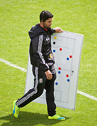 NEWPORT, WALES - Sunday, May 22, 2016: Mikel Arteta uses a tactics board as he gives a practical demonstration during the Football Association of Wales' National Coaches Conference 2016 at Dragon Park FAW National Development Centre. (Pic by David Rawcliffe/Propaganda)