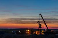 """Индустриальная и промышленная фотосъемка. Комплексная фотосъемка для компаний группы НАК """"Нафтогаз"""". Вечерняя съемка буровой станции."""