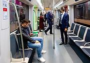 AMSTERDAM, 25-09-2020, Metro Amsterdam<br /> <br /> Koning Willem Alexander tijdens een werkbezoek aan de Noord/Zuidlijn in Amsterdam. De Noord/Zuidlijn, officieel metro 52, werd in juli 2018 in gebruik genomen en loopt over een lengte van 9.7 kilometer via acht stations van Amsterdam-Noord naar station Amsterdam Zuid. <br /> <br /> King Willem Alexander during a working visit to the North / South line in Amsterdam. The Noord / Zuidlijn, officially metro 52, was taken into use in July 2018 and runs for a length of 9.7 kilometers via eight stations from Amsterdam-Noord to Amsterdam Zuid station.