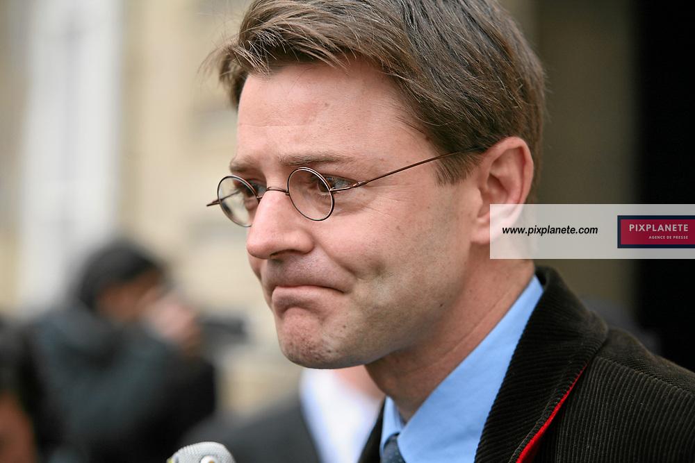François Baroin dans la cour de l'Elysée - Paris, le 10/05/2006 - JSB / PixPlanete