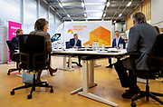 AMERSFOORT, 9-6-2020 Koning Willem Alexander tijdens een werkbezoek aan Nederland Isoleert in Amersfoort om zich te laten informeren over de effecten van de coronacrisis (COVID-19) op de energietransitie. Het bedrijf richt zich op het isoleren van bestaande woningen en gebouwen en is onderdeel van energiebedrijf Essent.