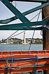 Il Monumento al Marinaio in viale Duca degli Abbruzzi visto da una nave attraccata al porto di Brindisi. 29/05/2010 PH Gabriele Spedicato