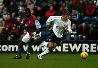 Fotball<br /> Championship England 2004/05<br /> Preston v West Ham<br /> 18. desember 2004<br /> Foto: Digitalsport<br /> NORWAY ONLY<br /> RICHARD CRESSWELL (PRESTON)<br /> DARREN POWELL (WEST HAM)