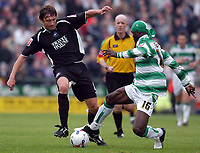 Photo: Alan Crowhurst.<br />Yeovil Town v Swansea. Coca Cola League 1. 08/10/2005. Swansea's Kevin Nugent (L) takes on Efetobore Sodje.
