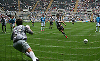 Photo: Andrew Unwin.<br />Newcastle United v PSV Eindhoven. Pre Season Friendly. 29/07/2006.<br />Newcastle's Albert Luque equalises from the penalty spot.