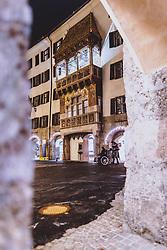 THEMENBILD - das goldene Dachl mit den Lichtern der nächtlichen Stadt, aufgenommen am 23. Jänner 2021 in Innsbruck, Oesterreich // the golden roof with the lights of the city at night in Innsbruck, Austria on 2021/01/23. EXPA Pictures © 2021, PhotoCredit: EXPA/ JFK