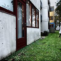 Nederland, Amsterdam , 17 oktober 2012.<br /> Er is asbest aangetroffen in o.a. de gevelbeplating van de woningen van Louweshoek in Amsterdam Nieuw West vlakbij Slotervaartziekenhuis. Vanavond is er een besloten informatieavond voor de bewoners.<br /> Foto:Jean-Pierre Jans