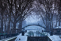 France, Paris (75), le Canal Saint Martin en hiver, pont d'Amelie // France, Paris,  the Canal Saint Martin in winter, Amelie bridge