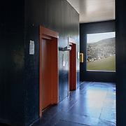 5Firminy-Vert,Francia Saint-Etienne: Interior corridor 'Unité d'Habitation in Firminy-Vert (1965-1967) - Cité Radieuse by Le Corbusier arch. Photographs by Alejandro Sala (Historical archivi AS)