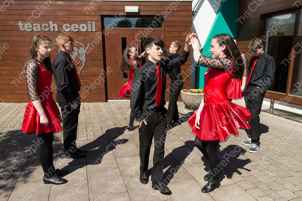 St Kieran's HFL, CCE, Inish Cathaigh, Kilrush practicing outside Cois na hAbhna before the competiotion