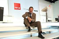 """21 OCT 2003, BERLIN/GERMANY:<br /> Frank Bsirske, Vorsitzender ver.di, sitzt auf den Stufen des Podiums, vor dem ver.di Logo und dem Motto """"im Wandel stark"""", 1. ver.di Bundeskongress, ICC<br /> IMAGE: 20031021-01-045<br /> KEYWORDS: Vereinigte Dienstleistungegewerkschaft, Kongress, Gewerkschaftstag, congress, sign<br /> verdi"""