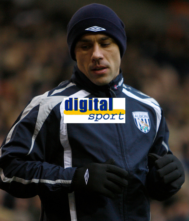 Photo: Steve Bond/Sportsbeat Images.<br />West Bromwich Albion v Charlton Athletic. Coca Cola Championship. 15/12/2007. Sub Kevin Phillips warms up