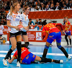 15-12-2019 JAP: Final Netherlands - Spain, Kumamoto<br /> The Netherlands beat Spain in the final and take historic gold in Park Dome at 24th IHF Women's Handball World Championship / Kelly Dulfer #18 of Netherlands, Lois Abbingh #8 of Netherlands