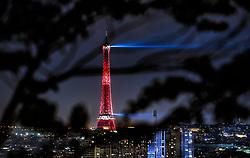 THEMENBILD - der beleuchtete Eiffelturm bei Nacht mit der Skyline der französischen Hauptstadt, aufgenommen am 17. Juni 2016 in Paris, Frankreich // the illuminated Eiffel Tower at night with the skyline of the City, Paris, France on 2016/06/17. EXPA Pictures © 2017, PhotoCredit: EXPA/ JFK