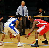 Basket<br /> 27. Mars 2009<br /> 3. finalekamp i sluttspillet<br /> Ulriken - Tromsø 56 - 59<br />  Ronald Timus , Tromsø<br /> Ulriken trener Geir Bangstad<br /> Peter Bullock , Ulriken<br /> Foto : Astrid M. Nordhaug