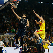 Anadolu Efes's Konstantin Vasileiadis (L) and Barcelona's Kostas Papanikolaou (R) during their Euroleague Top 16 round 8 basketball match Anadolu Efes between Barcelona at the Abdi Ipekci Arena in Istanbul at Turkey on Thursday, February 27, 2014. Photo by Aykut AKICI/TURKPIX
