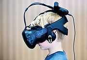 Nederland, Nijmegen, 25-5-2019Open dag van de Radboud Universiteit en Novio Tech campus ihkv Dutch Technology Week. Nijmegen. Kind met een vr bril, virtual reality .Foto: Flip Franssen