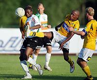 Fotball , 7. juni 2007 , Adeccoligaen , Hønefoss - Moss 0-1<br /> John Mururi , Moss og Umaru Bangura , Hønefoss