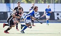 UTRECHT - Pepijn Luijkx (Kampong) met Nicki Leijs (A'dam)   tijdens   de finale van de play-offs om de landtitel tussen de heren van Kampong en Amsterdam (3-1). Kampong kampioen van Nederland. COPYRIGHT  KOEN SUYK