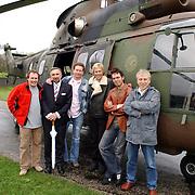 Luchtmobiele Brigade brengt zendapparatuur terug naar Adam Curry en crew na missie in Irak met een Cougar helicopter
