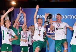 11-04-2015 NED: PKC SWKgroep - TOP Quoratio, Rotterdam<br /> Korfbal Leaguefinale in een volgepakt Ahoy wordt gewonnen door PKC met 22-21 /  PKC viert feest met Danny van Dungen en Olav van Wijngaarden