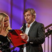 NLD/Hilversum/20101216 - Uitreiking Sterren.nl Awards, Victor Reinier maakt winnaar bekend