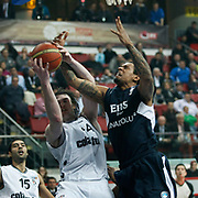 Efes Pilsen's Lawrence ROBERTS (R) and Besiktas's Andrew James OGILVY (C), Serhat CETIN (L) during their Spor Toto Turkey Cup Basketball quarter final match Efes Pilsen between Besiktas at the Kadir Has Arena in Kayseri at Turkey on Wednesday, February, 09, 2011. Photo by TURKPIX