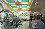 Nederland, Ubbergen, 8-8-2012Het monumentale trappenhuis van woon en werkgemeenschap de Refter, een voormalig klooster met meisjesinternaat. Glazen plafond genereert prachtig zacht licht.Foto: Flip Franssen/Hollandse Hoogte