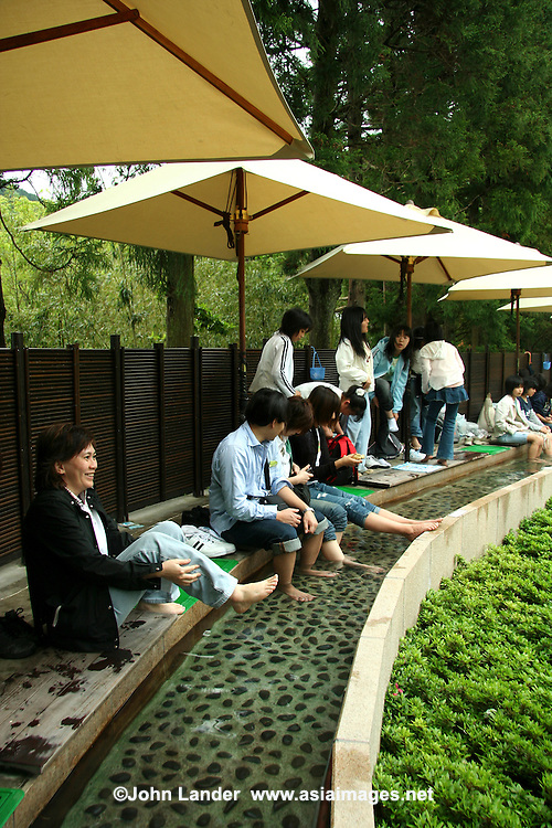 Foot Bath at Chukokunomori or Hakone Open Air Museum - Foot baths are all the rage in Japan, often in front of railway stations in hot spring towns to give tired travelers a rest from their hectic sightseeing schedules.