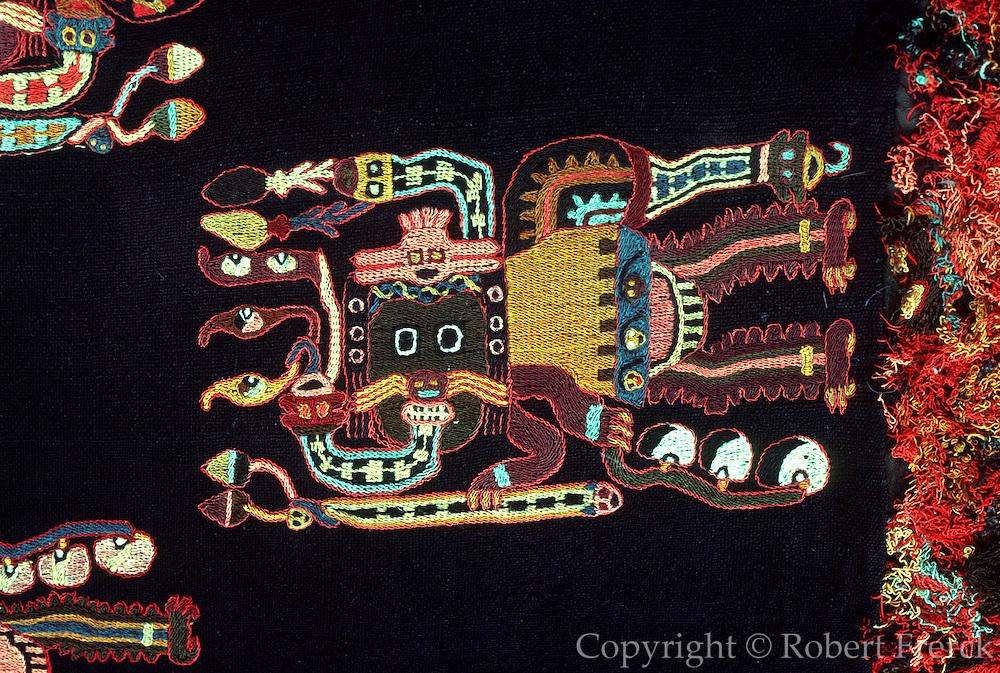 PERU, PREHISPANIC Paracas; zoomorphic funerary wrap