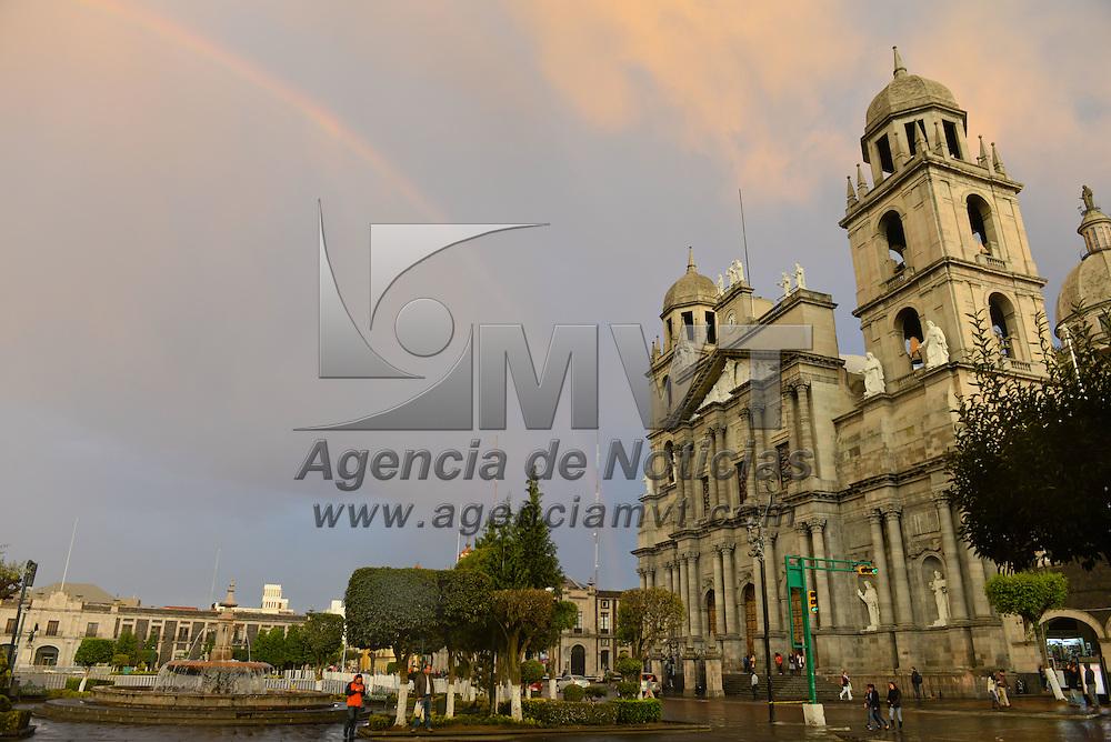 TOLUCA, Mexico.- Un bello paisaje urbano regalo el arcoiris esta tarde en la ciudad de Toluca. Agencia MVT / Mario Vazquez de la Torre.