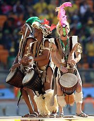 11.06.2010, Soccer City Stadium, Johannesburg, RSA, FIFA WM 2010, Eröffnungsfeier im Bild Fans feiern die erste WM auf Afrikanischen Boden, Trommler bei der Eröffnungsfeier, EXPA Pictures © 2010, PhotoCredit: EXPA/ IPS/ Mark Atkins / SPORTIDA PHOTO AGENCY