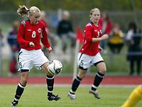 Fotball<br /> Landskamp J15/16 år<br /> Tidenes første landskamp for dette alderstrinnet<br /> Sverige v Norge 1-3<br /> Steungsund<br /> 11.10.2006<br /> Foto: Anders Hoven, Digitalsport<br /> <br /> Anne G Vikre - Bærums Verk / Norge