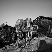 An ederly woman in Twangkhali camp. Since the end of august 2017, the beginning of the crisis, more than 600,000 Rohingyas have fled Myanmar to seek refuge in Bangladesh. Cox's Bazar - 3 november 2017.<br /> Une femme agée dans le camp de Twangkhali. Depuis le début de la crise, fin août 2017, plus de 600000 Rohingyas ont fuit la Birmanie pour trouver refuge au Bangladesh. Cox's Bazar le 3 novembre 2017.