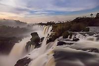 CATARATAS DEL IGUAZU, PASEO SUPERIOR DE NOCHE CON LUNA LLENA, PARQUE NACIONAL IGUAZU, PROVINCIA DE MISIONES, ARGENTINA (© MARCO GUOLI - ALL RIGHTS RESERVED)