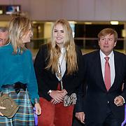 NLD/Amsterdam/20190127 - Jumping Amsterdam, dag 3, aankomst Willem-Alexander en dochter Amalia, begeleid door Margarita